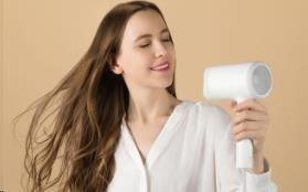 Obr. Vysoušení vlasů plné hydratace a jemnosti 1495441a