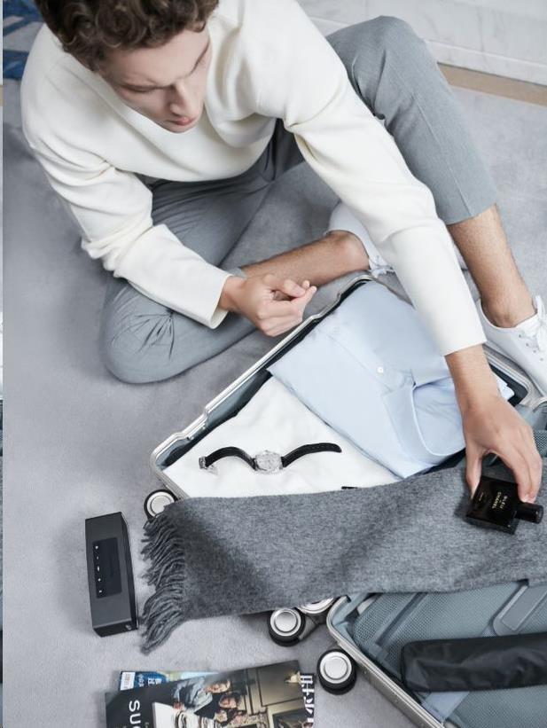 Obr. Sbalte si tašky a vydejte se na další dobrodružství! Pomůže s tím velký prostor s dvěma oddíly, který nabízí flexibilnější možnosti balení 1501665c