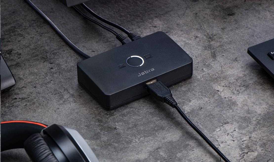 Obr. K dispozici je možnost použití široké škály USB náhlavních souprav 1507802d